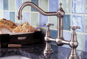 homethangs introduces a tip sheet on traditional kitchen
