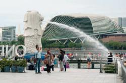 Tourists Gushing over the Unique Merlion Statue