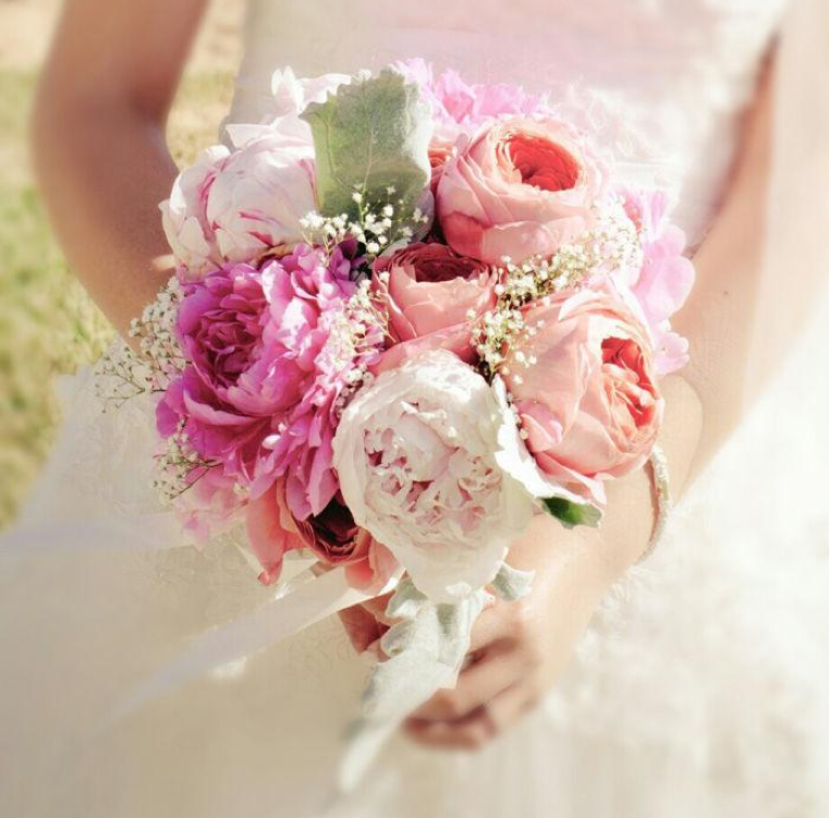 Announces reduced prices and an expanded garden rose selection for 2013 weddings - Garden rose bouquet ...