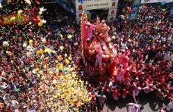 Makeshift Celebrations Issue - Mumbai Ganesh