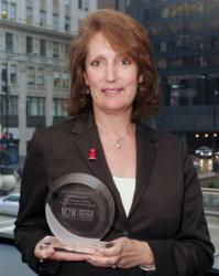 Lisa C. Clough, MS Ed., CHES, Director, Communications & Marketing, accepted the M2W®-HW™ Full Circle Award on behalf of WomenHeart: The National Coalition for Women with Heart Disease.