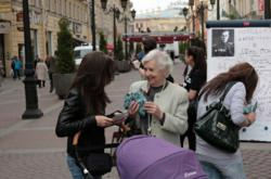 "Volunteers from the Scientology religious group of St. Petersburg distributed nearly 11,000 educational handouts and conducted a dozen street events May 9 with the motto, ""We will defeat drug abuse on Victory Day."""