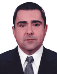 Photo of hair transplant surgeon Dr. Roberto Sandoval