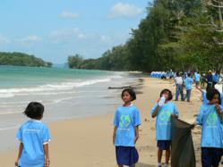Krabi - a beach clean up by local school children