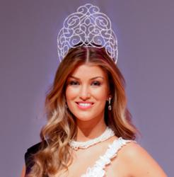 "Standing 1.78m tall, 20-year Amy Willerton, former winner of the show ""Signed by Katie Price"", professional model and presenter for Fashion TV, was awarded with Orchira's ""Irresistible Ivory"" pearl necklace, which she wore during the coronation ceremony o"