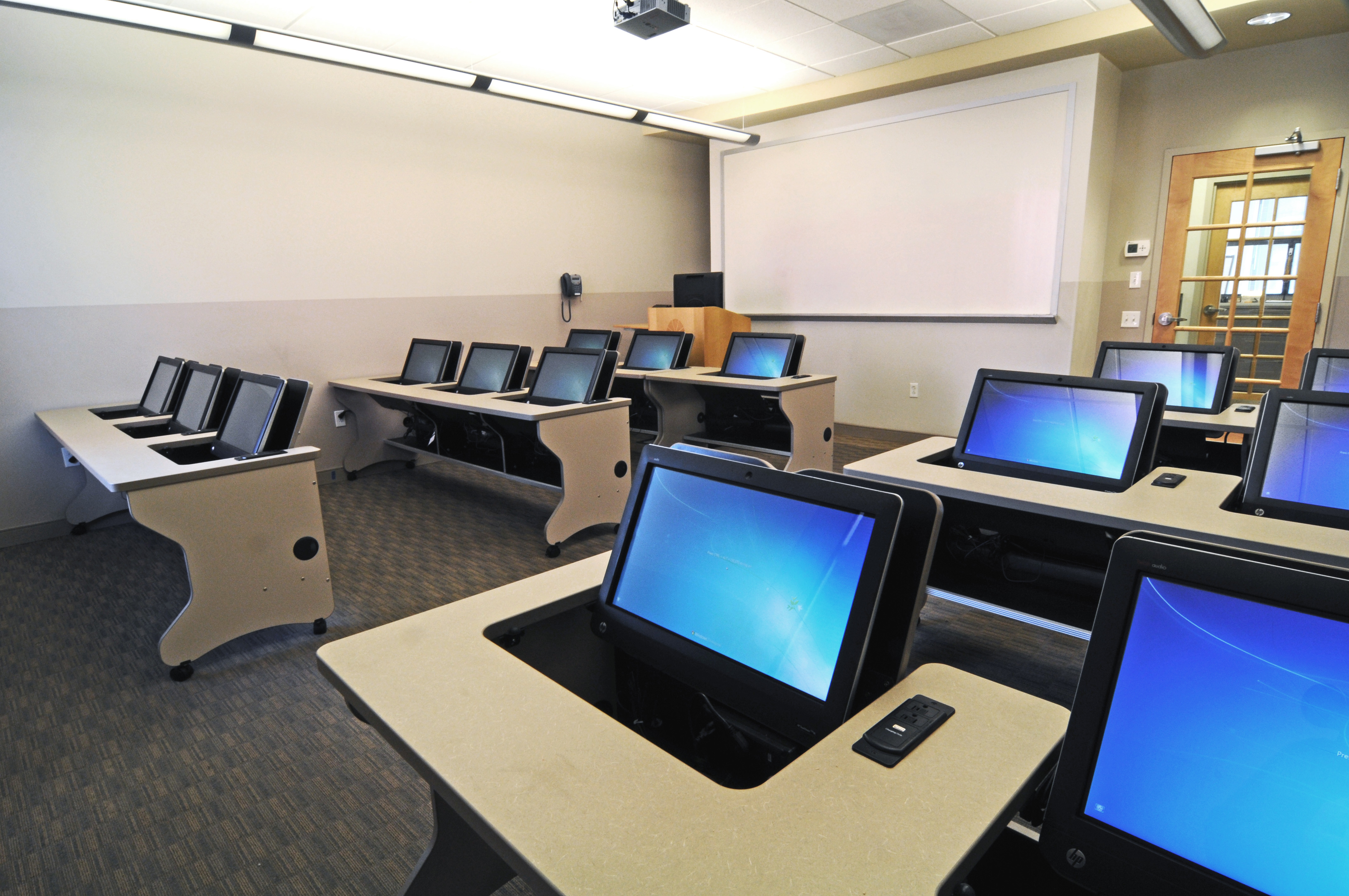 Ilid Touch All Inone Computer Desks Smartdesks Gives Multi Use Classroom Freedom For Educators