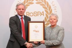 Lynne Masterson, QUENSH Manager, Weblight receiving RoSPA President's Award
