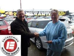 An Enterprise Motor Group Gisborne Representative presents Elaine Ropata with $500 in petrol vouchers