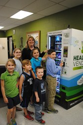 picture of students at Farmington Elementary School in front of a healthy vending machine