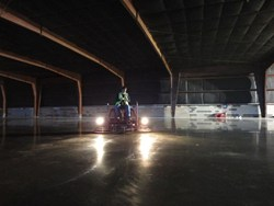 Floor finished to a high-reflective sheen FLOOR SYSTEM Optimized mix delivered by USA Ready Mix Georgia-buggy delivered onto vapor World-record flatness - Ff 123/FI 123 2012