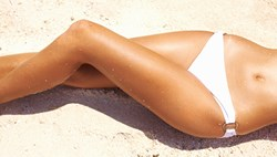 look-thinner-using-self-tanner