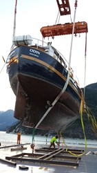 Raven Offshore Yacht Shipping utilize world-class lift on/lift off services with Marine Heavy Lift Services