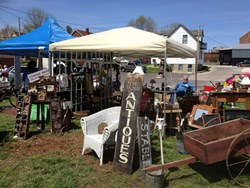 Hermann Missouri Fall Pumpkin Picket Marketplace and Antiques