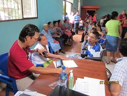 Dr. Kyle Choe provides medical aid in Nicaragua