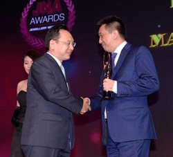 Li Chongjie, receives Manufacturer of the Year and Industry Innovation awards at the JNA ceremony