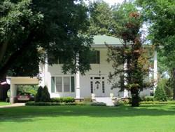A photo of a plantation home in Louisiana