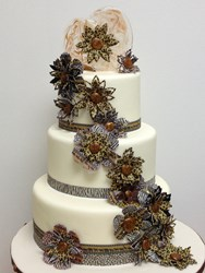 Isomalt topper and flower combined with iDesigns