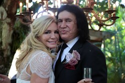 Rocker Gene Simmons renews vows