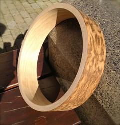 The oak and birch rim of the Shackleton 'Oak Rim Special' banjo