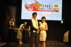 Genius Mind Academy recieving The SME ASIA Awards