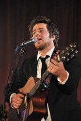 Lee DeWyze to perform again at the annual Cures Gala charity event in Chicago to benefit cancer research studies funded by the nonprofit Gateway for Cancer Research