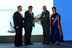 Mr. Vishal Chhawchharia – the CEO and Mr. Vikas Mishra – the Exec. Director of Hidden Brains Receiving Award