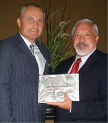 Gene Venesky, CEO of IDS, receives Excellence in Innovation Award from GA. Lt. Gov. Casey Cagle