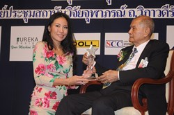 Thailand's Quality Person of the Year 2013: Managing Director and Founder of Akaryn Hospitality Management Services (AHMS), Anchalika Kijkanakorn (left) receives the award during a ceremony with Privy Councillor, H.E. General Pichitr Kullavanijaya (right)