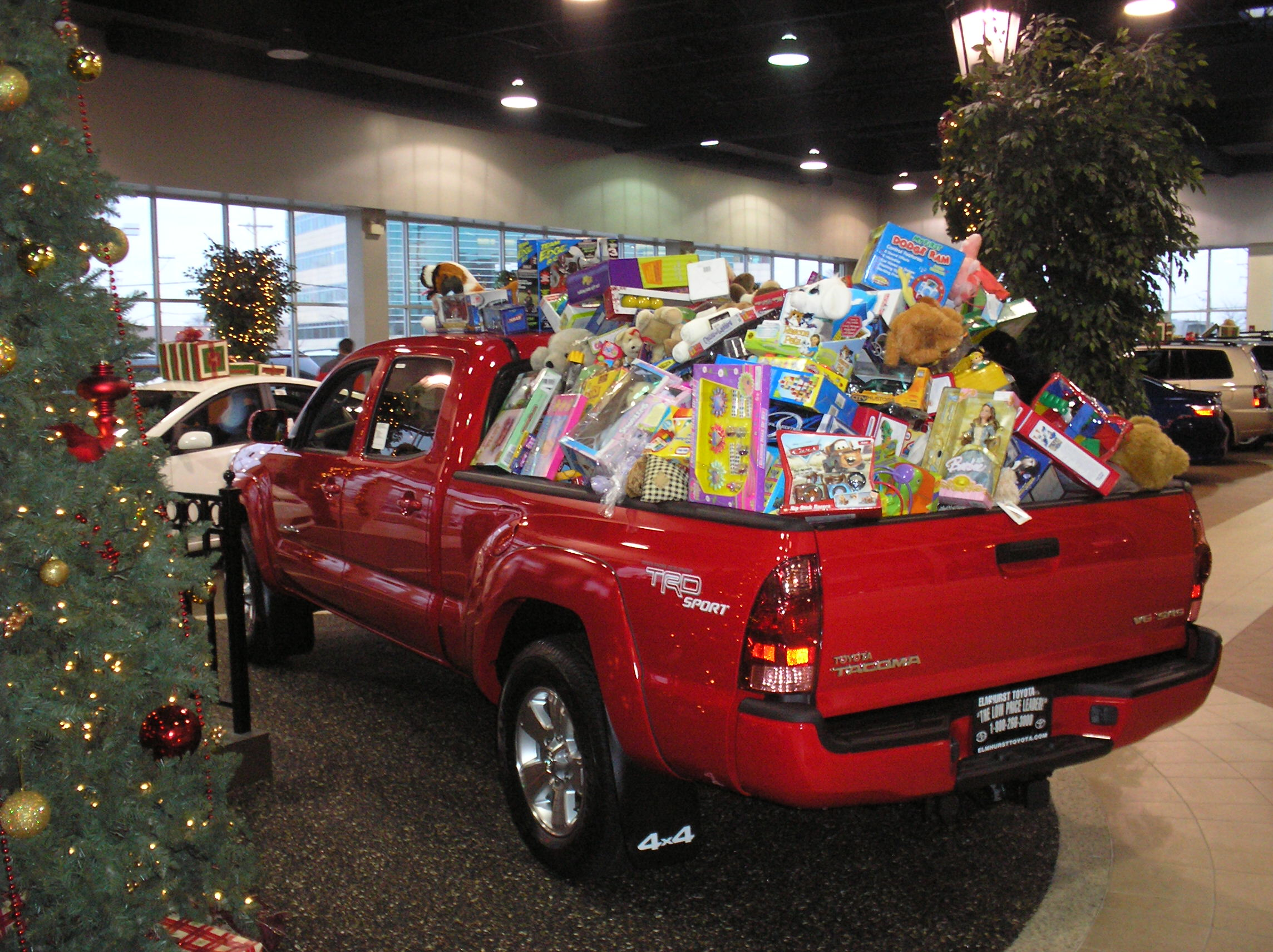 Fill A Truck 2017 Toys For Tots : Elmhurst toyota hosts toy drive to benefit toys for tots