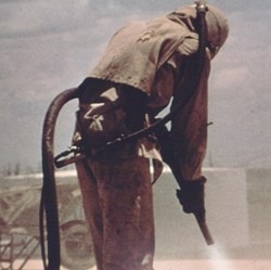 picture of man sandblasting, a risk of Silica exposure