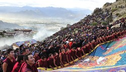 As the most popular Tibetan festival, Shoton Festival attracts thousands of Tibetans and tourists from far away.