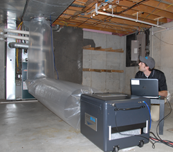 Sealing duct system with Aeroseal