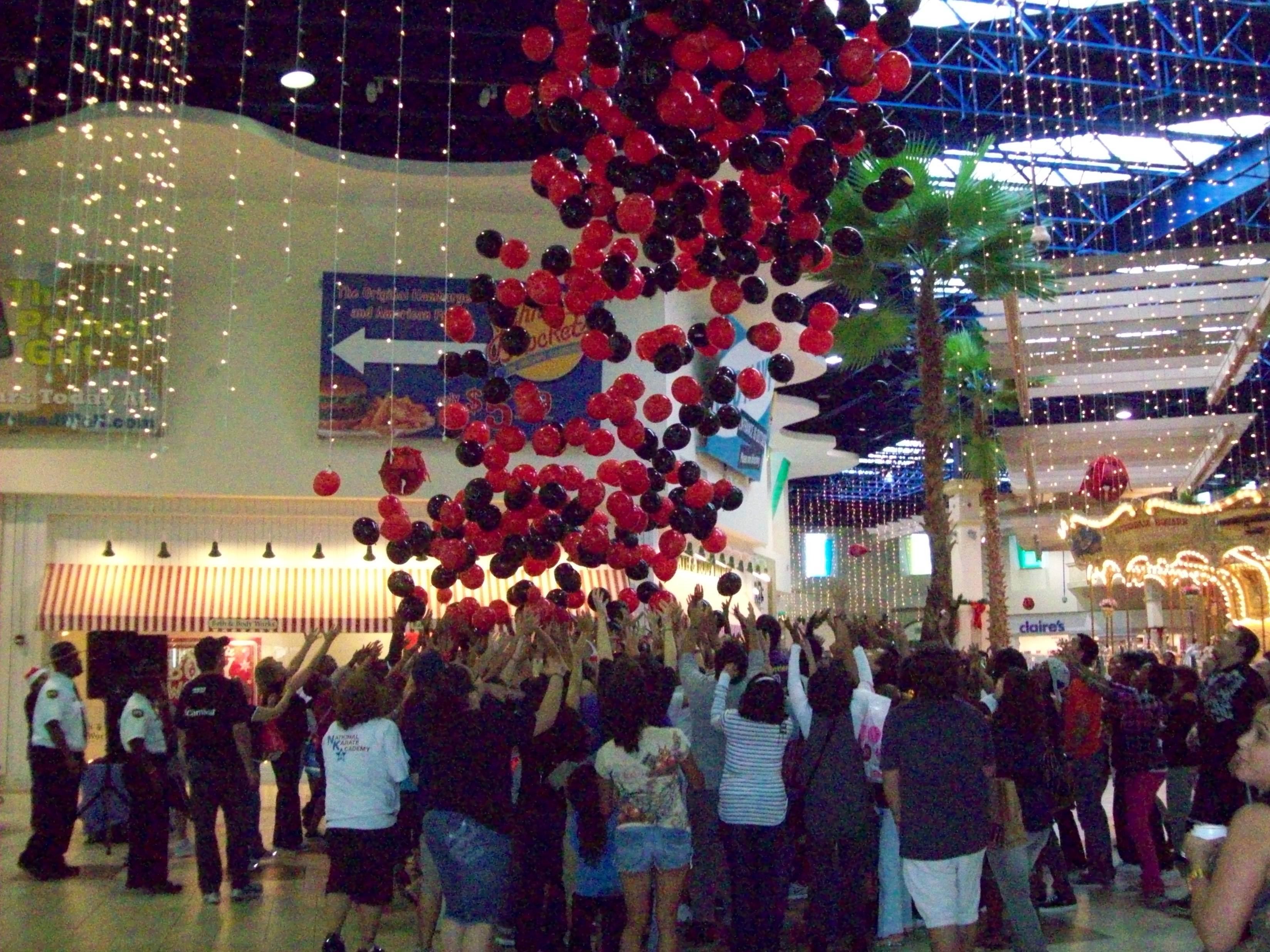 fifth annual black friday balloon drop at southland mall. Black Bedroom Furniture Sets. Home Design Ideas