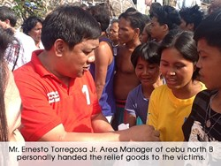 Mr. Ernesto Torregosa Jr, Area Manager of M Lhuillier Cebu North, personally handed the relief goods to the victims.
