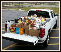Ray Chevrolet Fox Lake hosts food drive