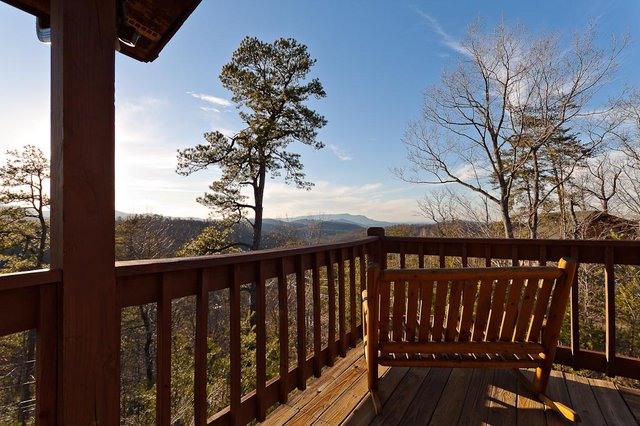 Stony brook cabin rentals celebrates the season with for Premier smoky mountain cabin rentals