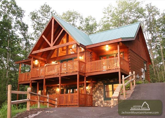 Jackson mountain homes reveals top new year s eve events for Jackson cabins gatlinburg tenn