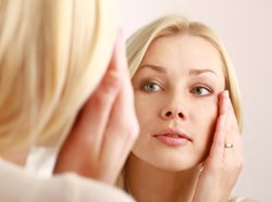 Orange County Cosmetic Surgeon Anti-aging products that work: The benefits of Retin-A