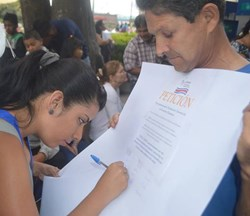 On Human Rights Day, volunteers from the Church of Scientology Mission of Costa Rica collected signatures on a petition to mandate human rights education in the country.