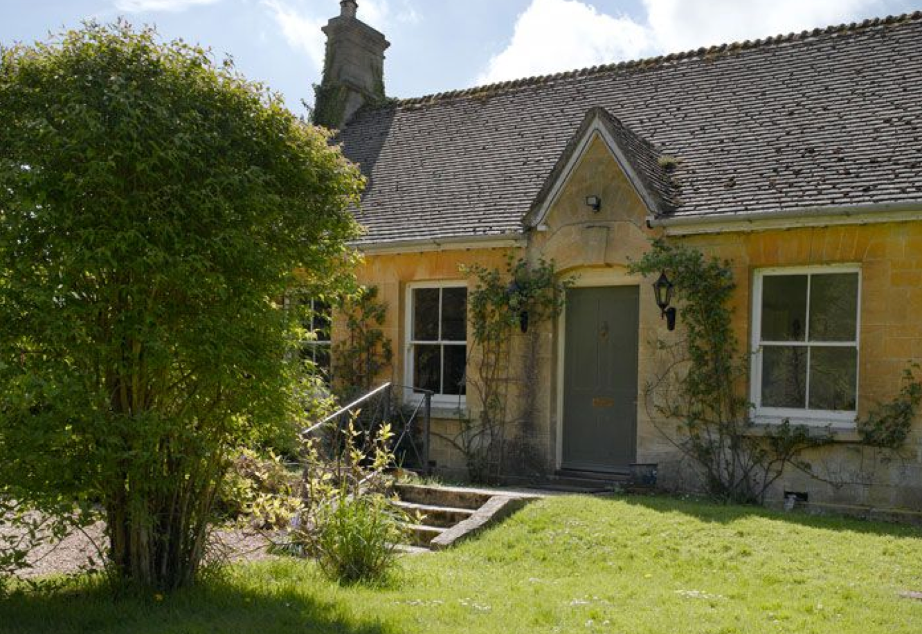 jigsaw holidays cotswold cottages introduces lakeside
