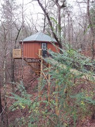 Historic Banning Mills tree house rooms