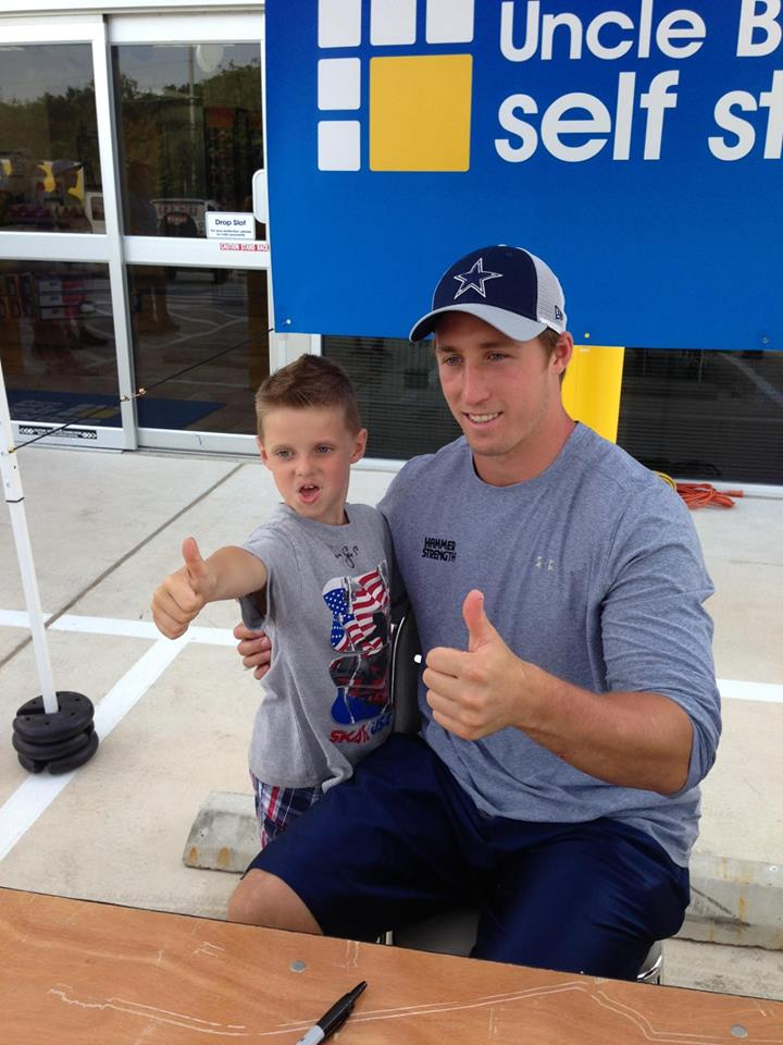 Dallas Cowboys Sean Lee To Greet Fans And Sign Autographs