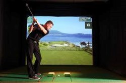 Golfer tees off on golf simulator at new indoor golf center in Ohio
