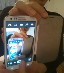 RF Safe's Radiation Shielded Flip Case Is So Kewl It Gets A Selfie