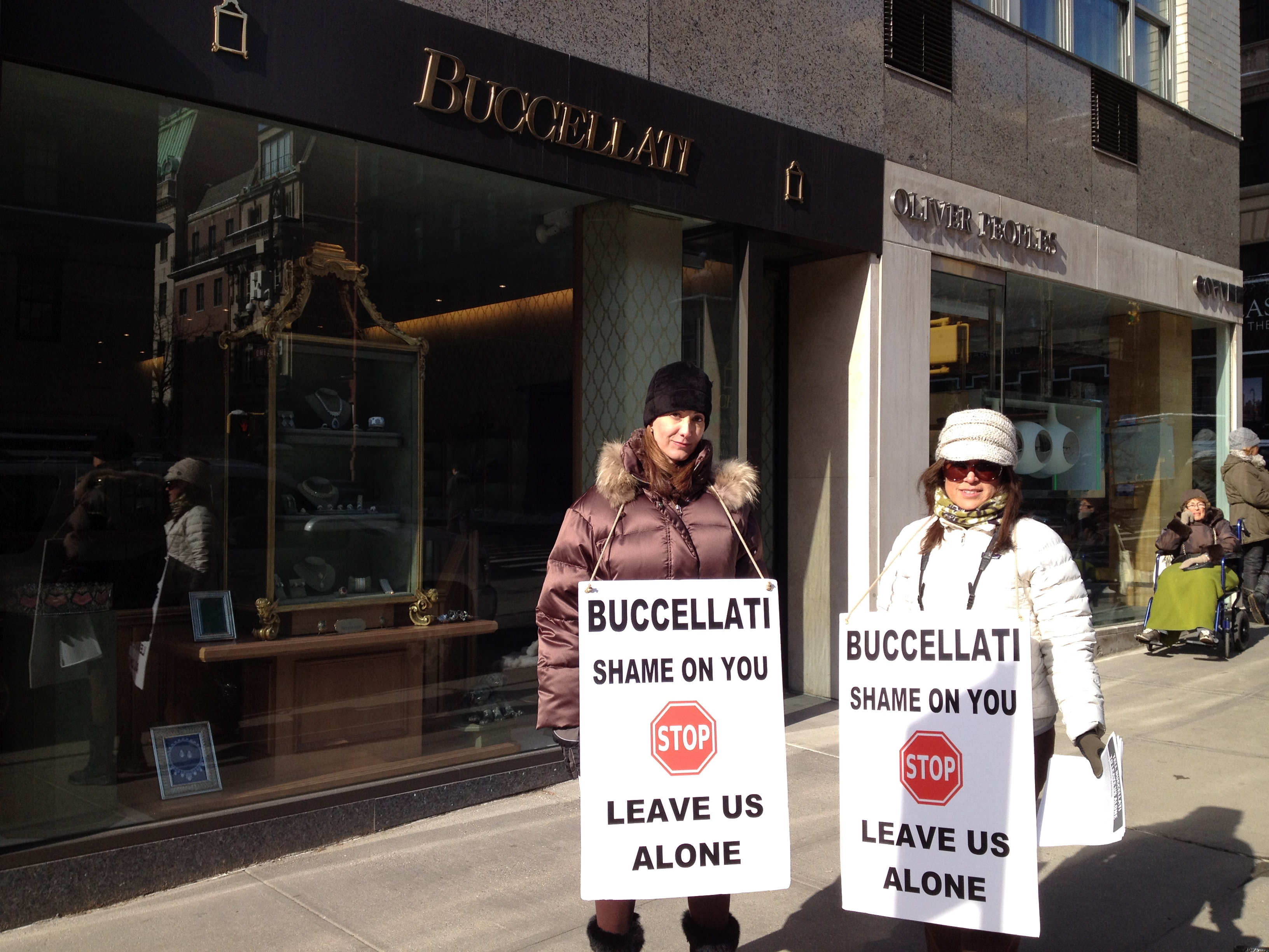 laura buccellati pickets the buccellati jewelry store in new york