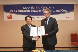 Coex Vice President Mr Hyung Bo Kim, and GL events China General Manager Mr Jean Guillaume, shake hands after signing the MOU for cooperationCoex V