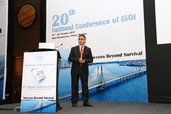 Last October, Dr. Jivraj spoke to a room of 800 dentists and specialists in Mumbai, India, during the Indian Society of Oral Implantologists' National Conference.