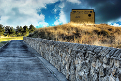 Photo of Road Hole at Royal Links Golf Club with Leaderboard
