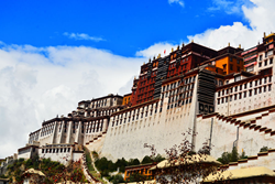 In Shangri-La Hotel, Lhasa one can take in views of Potala Palace.