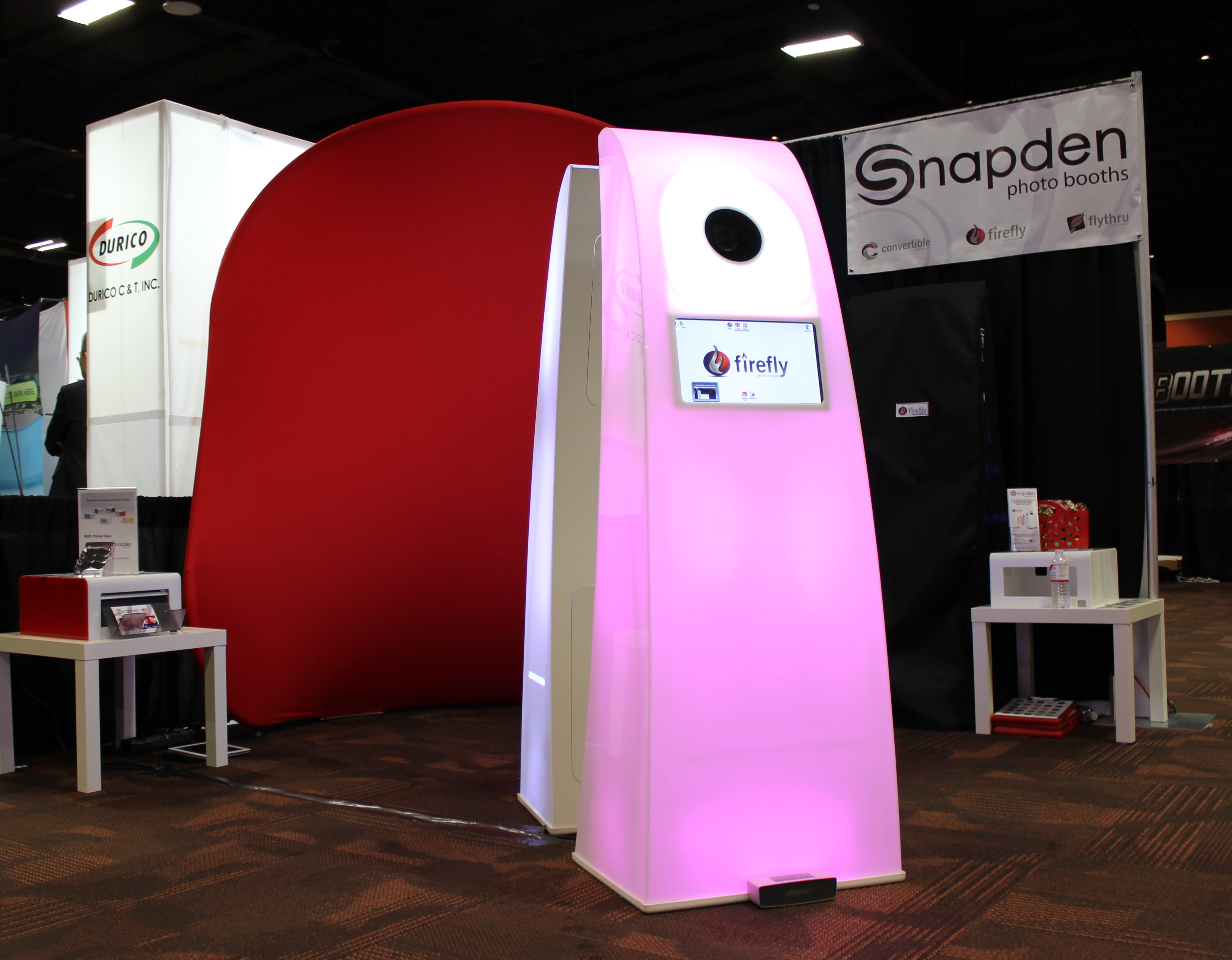 Exhibition Booth For Sale : Glowing photo booth for sale makes impact at las vegas